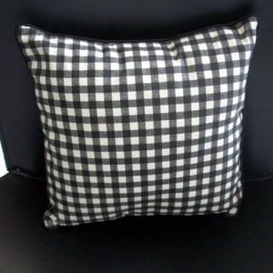 Square lavender pillow filled with organic lavender and kapok fiber. Checkered pattern.